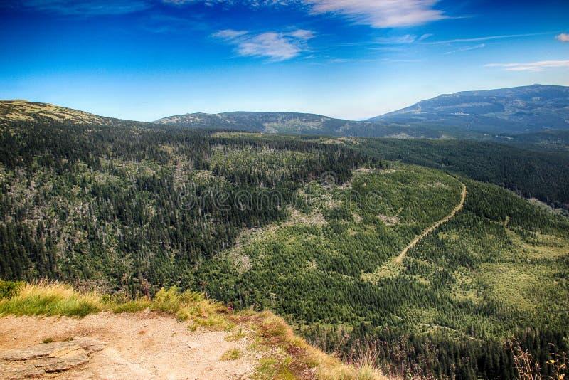 La cascada más alta de montañas gigantes del parque nacional en República Checa foto de archivo libre de regalías
