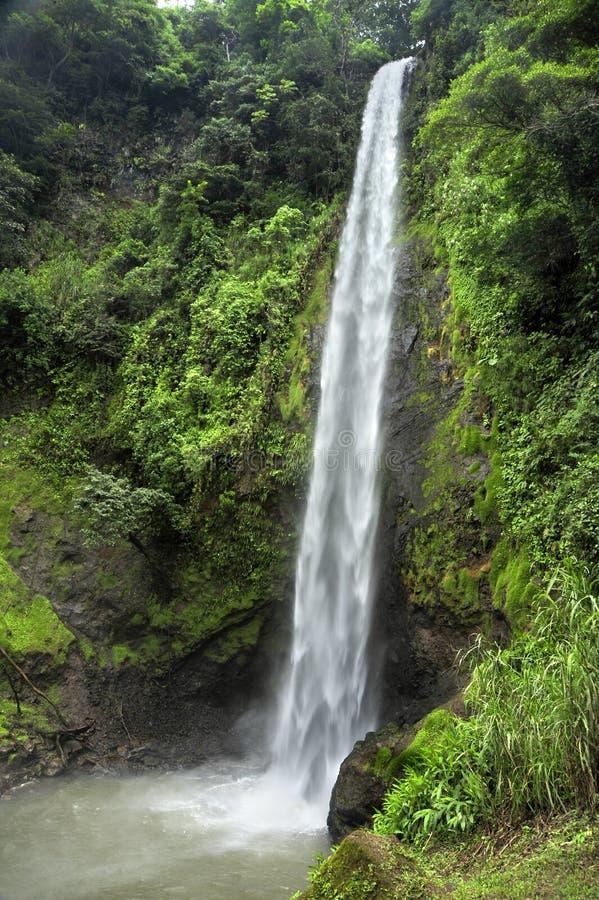 La cascade d'arc-en-ciel, également connue sous le nom d'iris de Catarata Arco, est le tiers de cinq cascades le long du sentier  photographie stock libre de droits