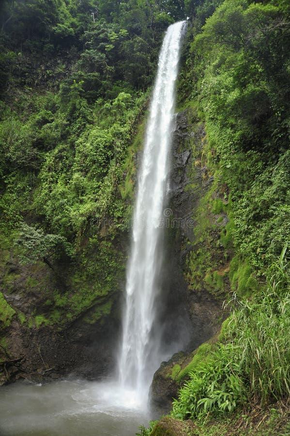 La cascade d'arc-en-ciel, également connue sous le nom d'iris de Catarata Arco, est le tiers de cinq cascades le long du sentier  images libres de droits