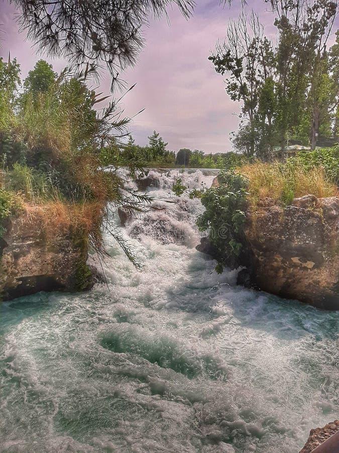 La cascade et la forêt dans la dinde de tarse photo stock