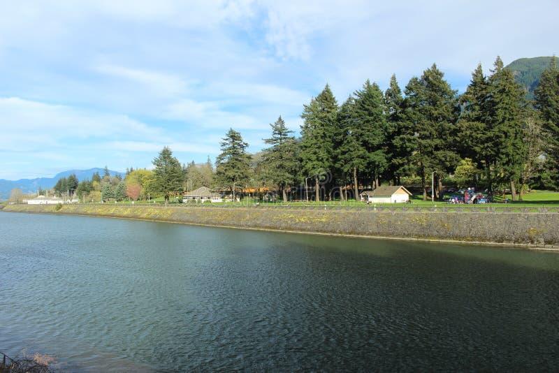 La cascade ferme à clef le parc marin Orégon image libre de droits