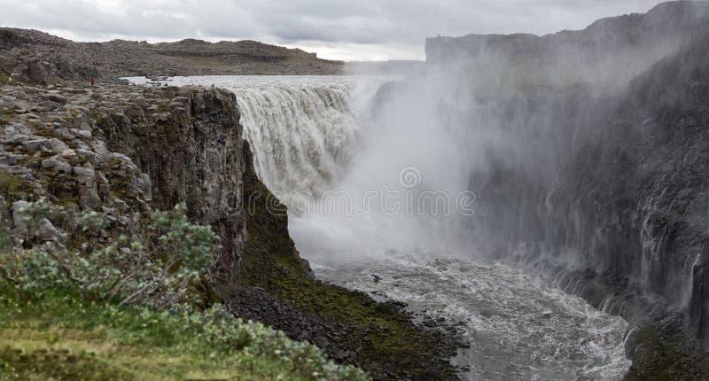 La cascata Dettifoss è una dei più potenti e più imbronciate fotografie stock libere da diritti