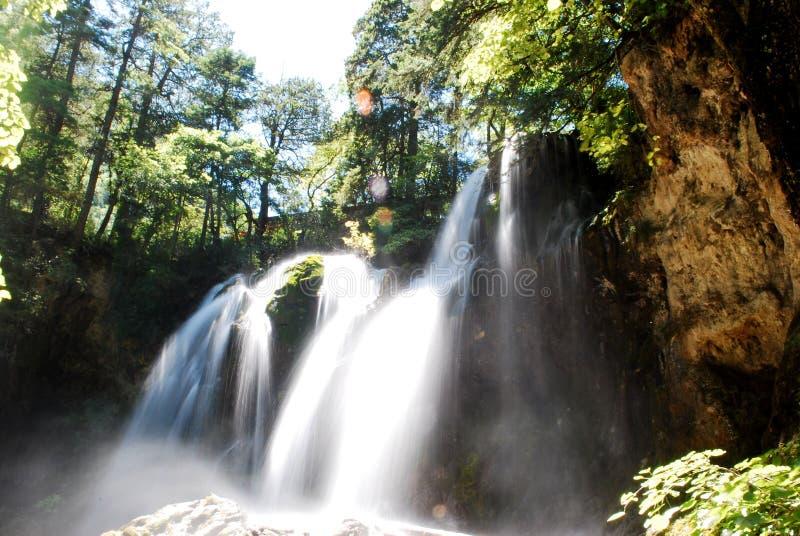 La cascata gradisce il panno di seta fotografia stock
