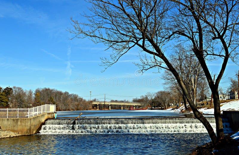 La cascata nell'inverno immagini stock libere da diritti
