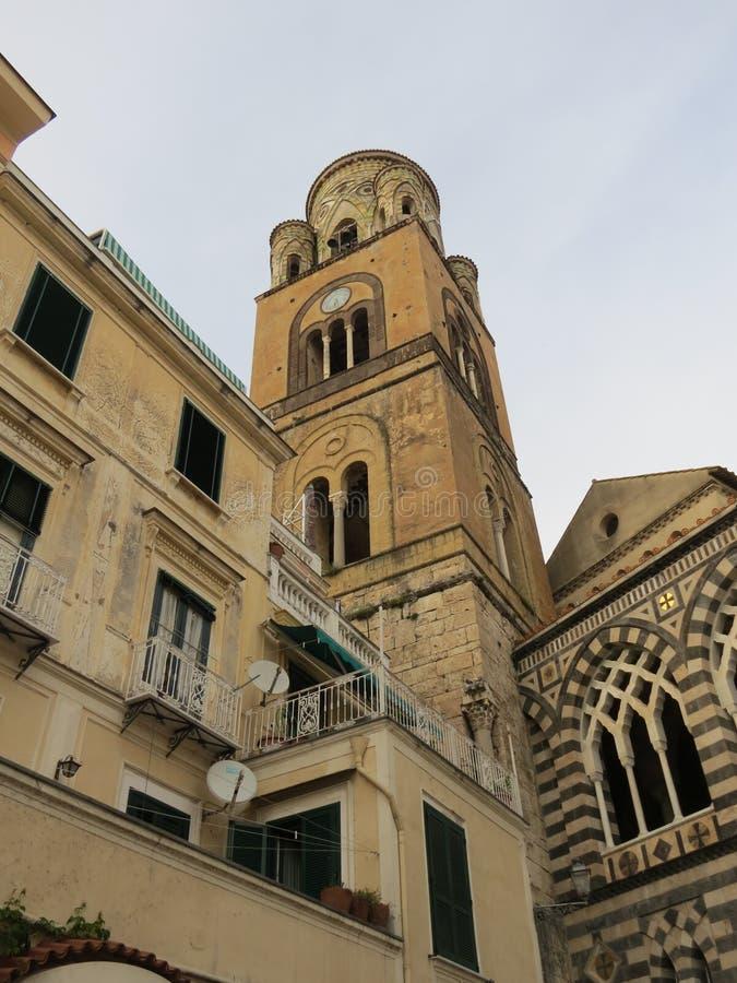 La catedral de Amalfi, dedicada a St Andrew en Piazza del Duomo, costa de Amalfi, Italia foto de archivo libre de regalías