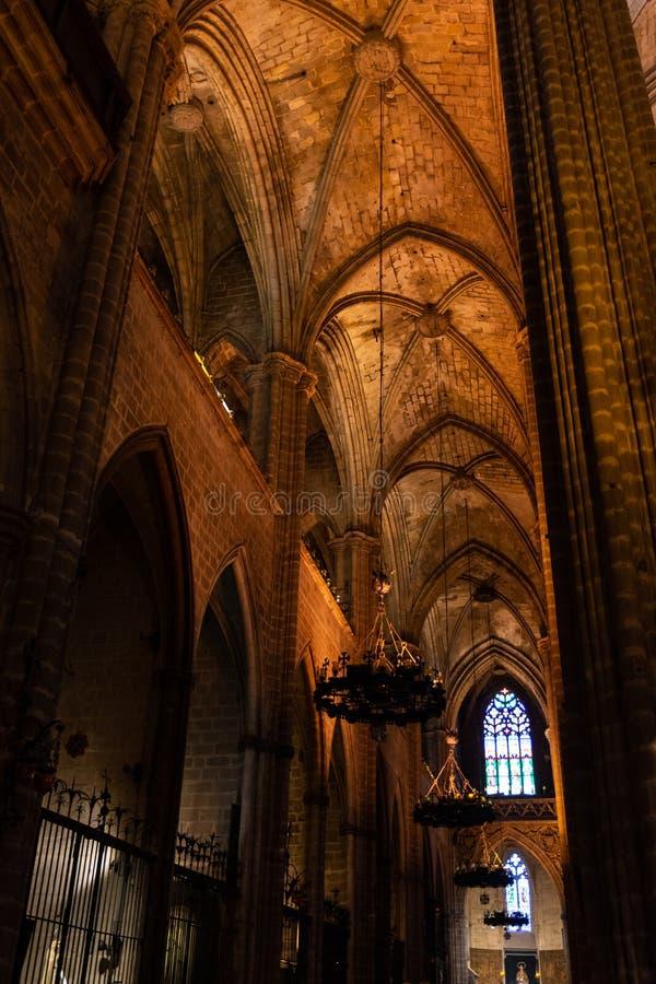 La catedral de Barcelona, detalle del cubo lateral en estilo gótico típico con los lugares laterales elegantes Barri Gotic, Barce fotos de archivo libres de regalías