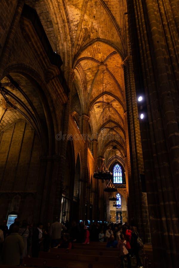 La catedral de Barcelona, detalle del cubo lateral en estilo gótico típico con los lugares laterales elegantes Barri Gotic, Barce imagen de archivo libre de regalías
