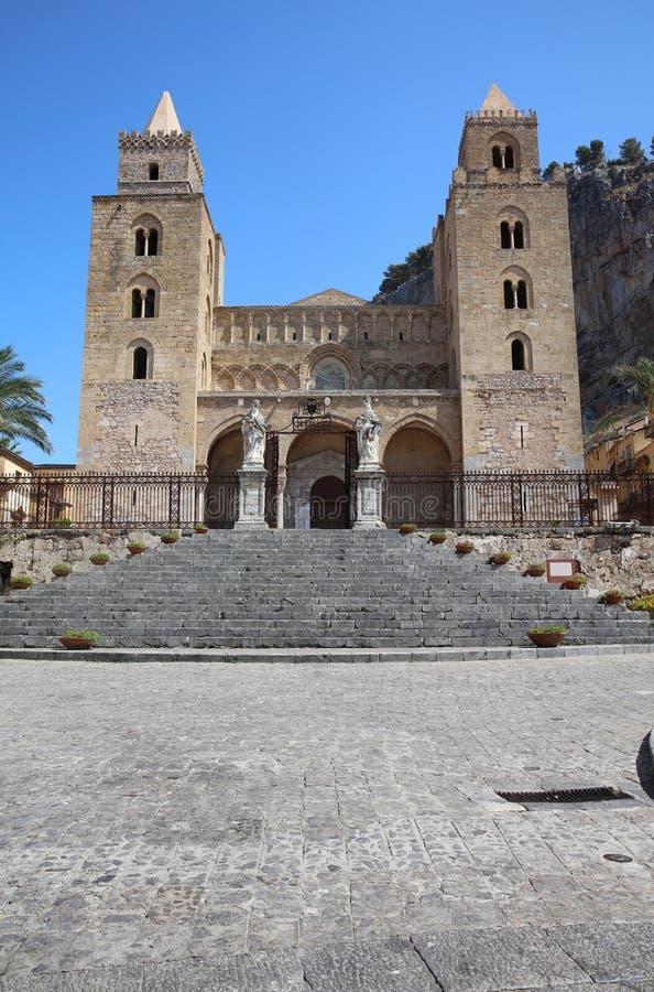 La catedral de Cefalu imagenes de archivo