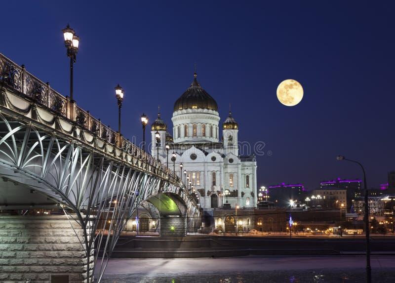 La catedral de Cristo la noche de la luna del ` s del salvador, Moscú fotografía de archivo