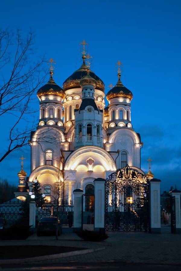 La catedral de la epifanía Gorlovka, Ucrania Noche del invierno imagen de archivo libre de regalías
