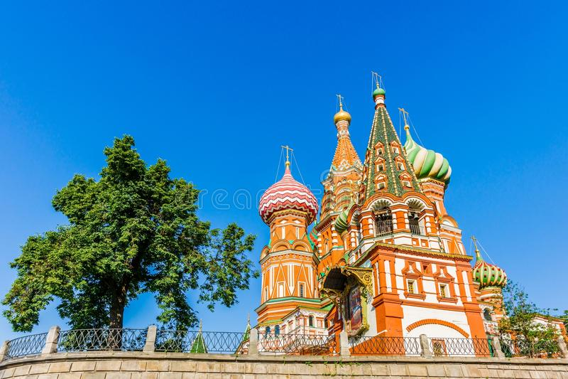 La catedral de la albahaca del St en la Plaza Roja de Moscú fotografía de archivo