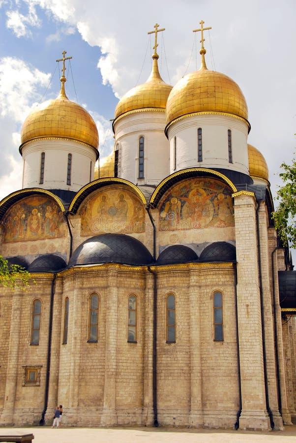 La catedral de la asunción en Moscú Kremlin imagenes de archivo