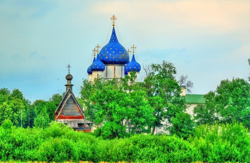 La catedral de la natividad del Theotokos en el Suzdal el Kremlin, Rusia fotografía de archivo libre de regalías
