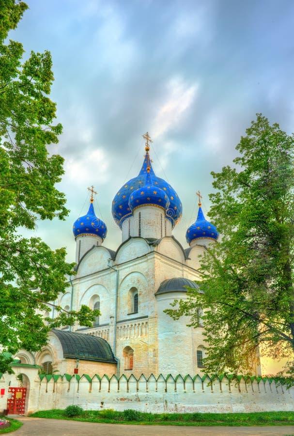 La catedral de la natividad del Theotokos en el Suzdal el Kremlin, Rusia imágenes de archivo libres de regalías