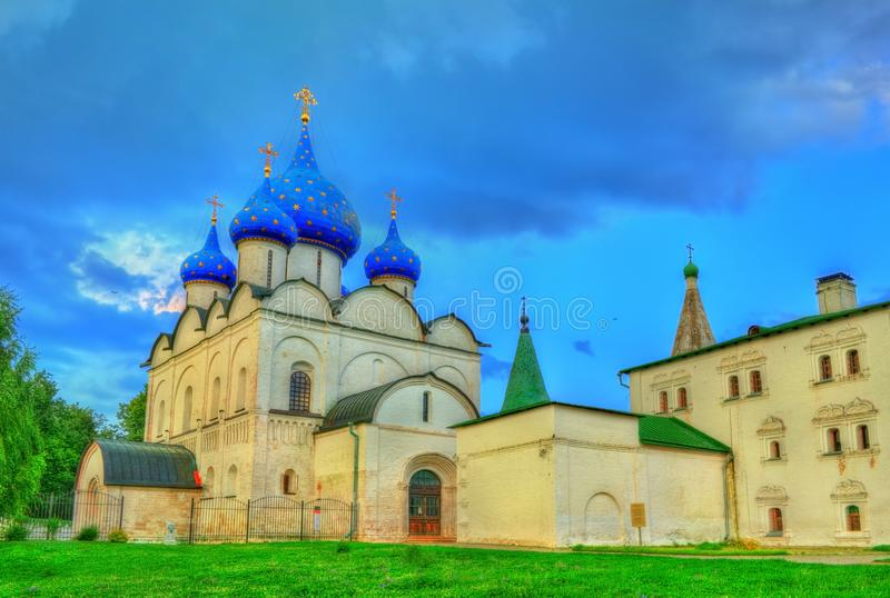 La catedral de la natividad del Theotokos en el Suzdal el Kremlin, Rusia foto de archivo