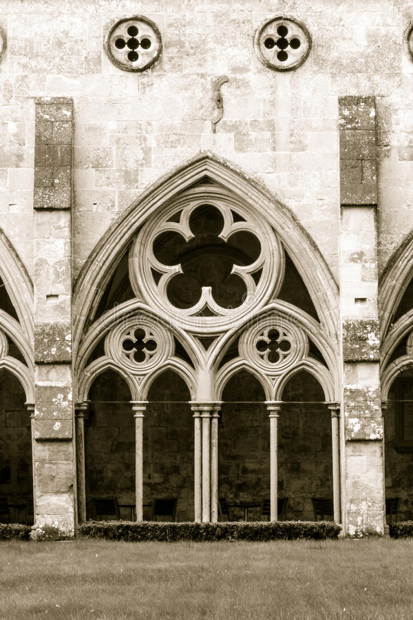 La catedral de Salisbury enclaustra tono de la sepia fotografía de archivo libre de regalías