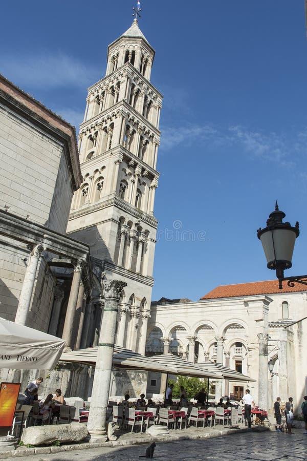 La catedral de StDuje con el campanario en fractura, Croacia fotos de archivo libres de regalías