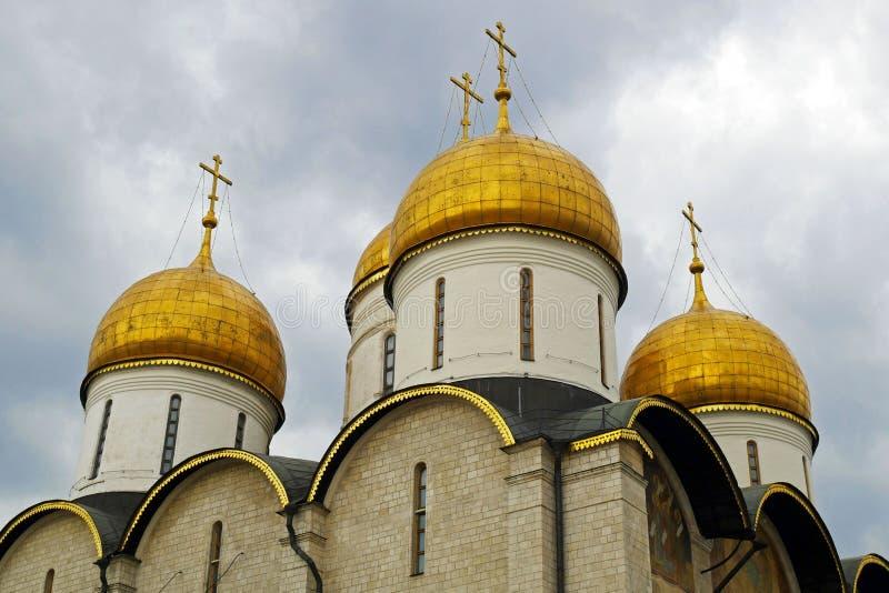 La catedral de la suposición en el cuadrado de la catedral de la Moscú el Kremlin, Rusia imágenes de archivo libres de regalías