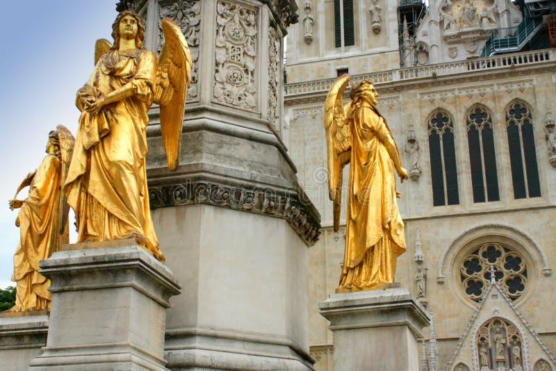 La catedral de Zagreb en Kaptol es una institución y una n católicas fotografía de archivo libre de regalías