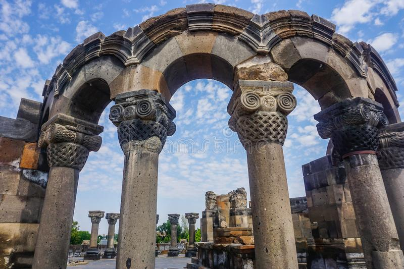 La catedral de Zvartnots arruina pilares imagenes de archivo