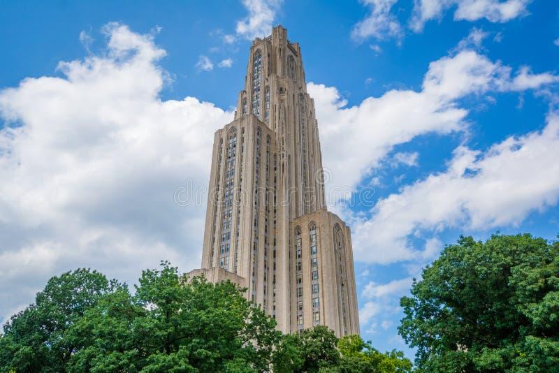 La catedral del aprendizaje en la universidad de Pittsburgh, en Pittsburgh, Pennsylvania imagen de archivo