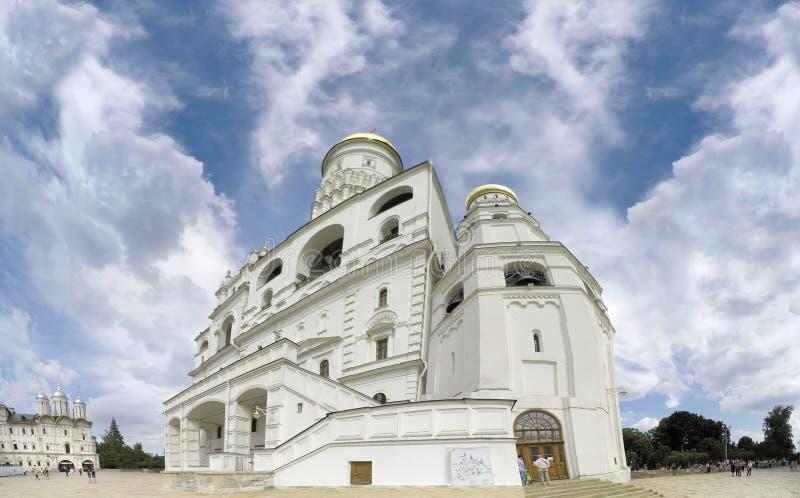La catedral del arcángel Michael Archangel Cathedral en el cuadrado de la catedral de la Moscú el Kremlin imagenes de archivo