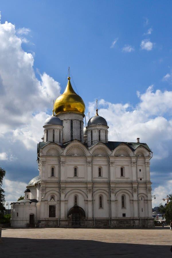La catedral del arcángel Michael Archangel Cathedral en el cuadrado de la catedral de la Moscú el Kremlin La ciudad de Moscú fotografía de archivo