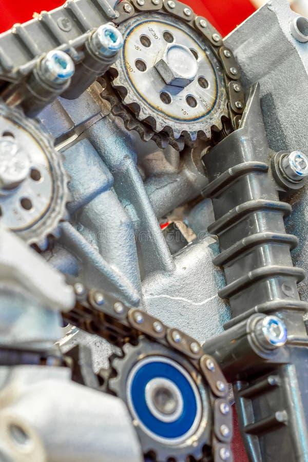 La catena di sincronizzazione dell'azionamento del motore a combustione interna fotografie stock