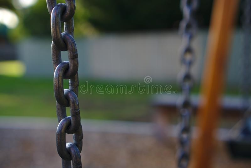 La catena ha appeso orizzontalmente fotografia stock