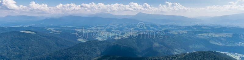 La catena montuosa di Chernogor nei Carpathians ucraini fotografia stock libera da diritti