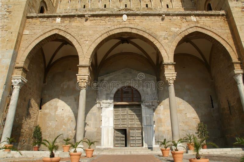 La Cathédrale-Basilique de Cefalu, Sicile images stock