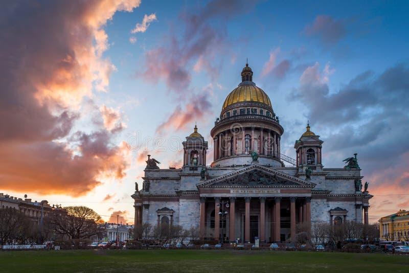 Download La Cathédrale D'Isaac De Saint Photo stock - Image du union, horizontal: 76086054
