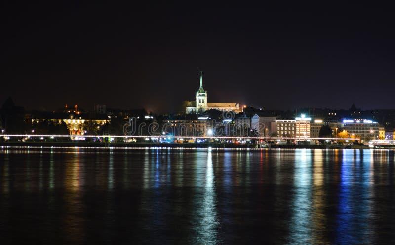La cathédrale de Genève pendant la nuit d'automne image stock