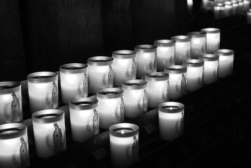 La cathédrale de Paris allume l'esprit images stock