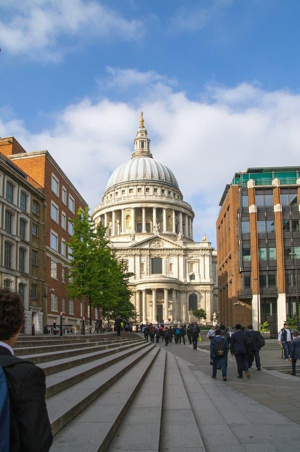 La cathédrale de St Paul, Londres, vue de rue photo libre de droits