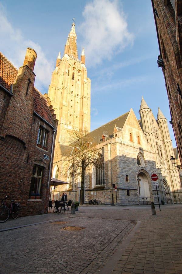 La cathédrale du sauveur de saint, ciel bleu, Bruges photographie stock