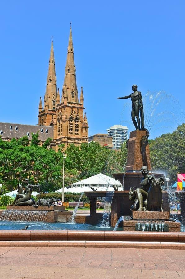 La cathédrale et le Hyde Park de St Mary à Sydney images stock