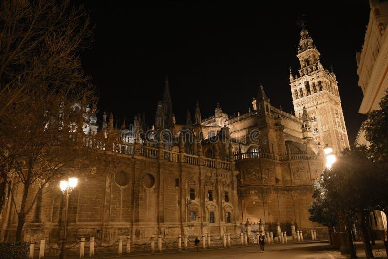 La cathédrale gothique splendide de Séville, une belle nuit de ressort photo stock