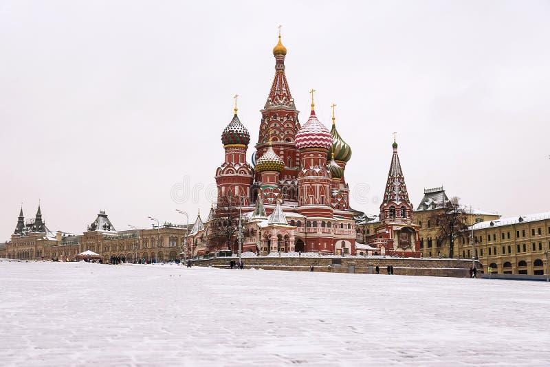 La cattedrale del basilico della st, Mosca, Russia (vista di inverno) fotografie stock