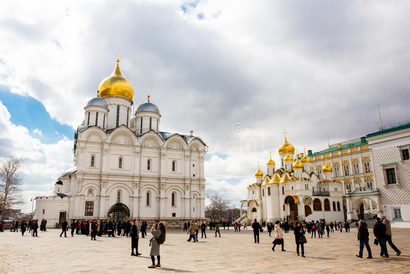 La cattedrale del Dormition e del Ivan il grande campanile nel Cremlino di Mosca immagine stock libera da diritti
