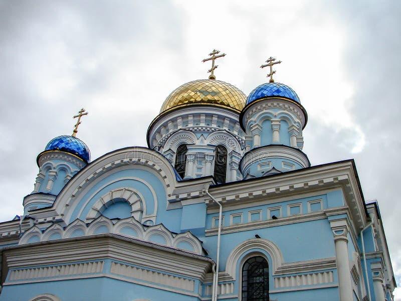La cattedrale del Dormition nella città di Maloyaroslavets della regione di Kaluga in Russia fotografia stock