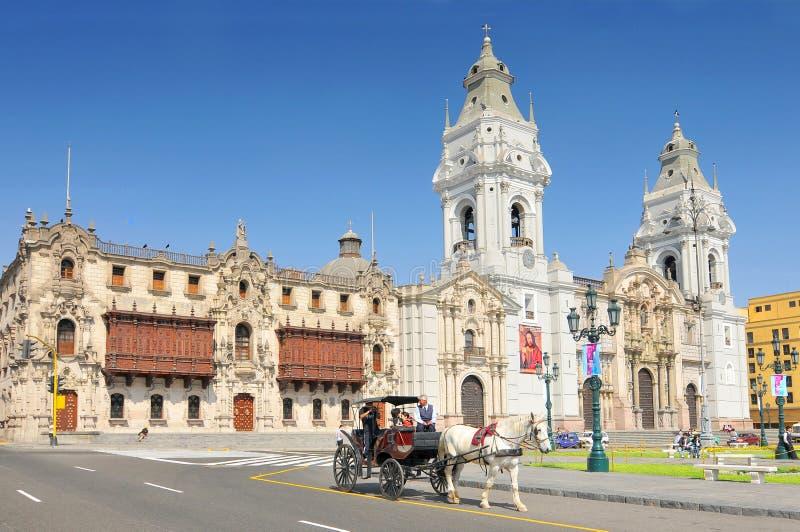 La cattedrale della basilica di Lima è una cattedrale cattolica situata nel sindaco della plaza a Lima, Perù fotografie stock