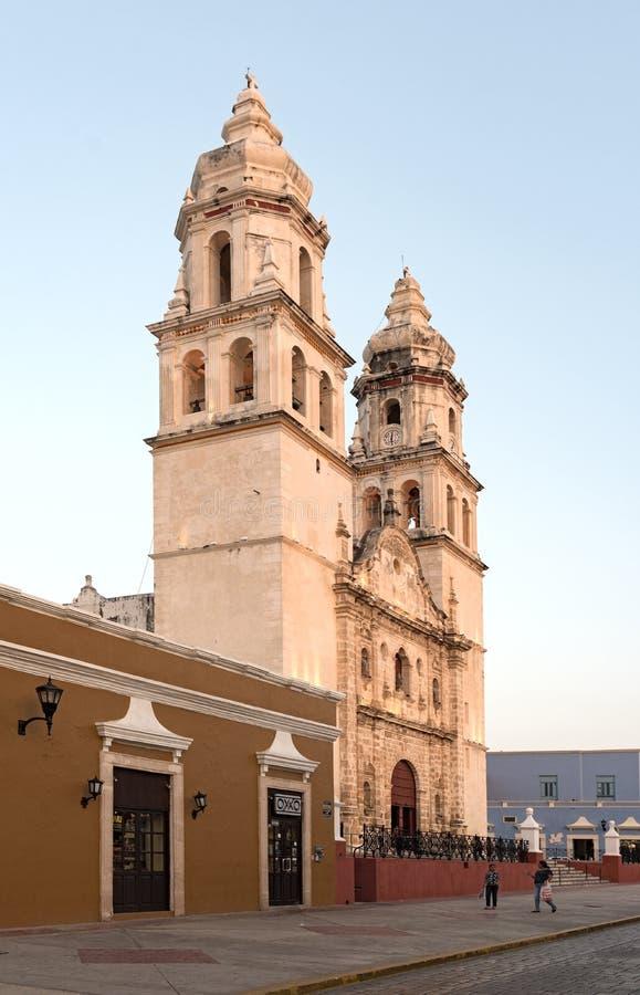 La cattedrale di San Francisco de campeche alla luce di sera, Messico immagini stock libere da diritti