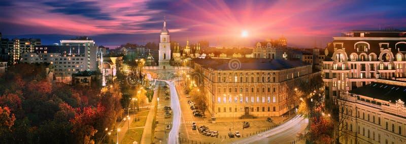 La cattedrale di St Michael davanti a Hagia Sophia. fotografia stock libera da diritti