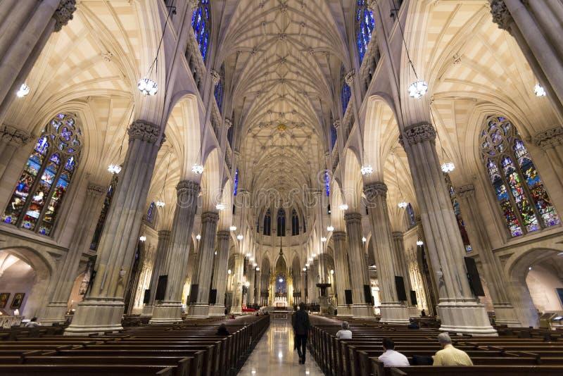 La cattedrale di St Patrick, Midtown Manhattan, New York immagini stock
