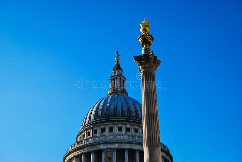 La cattedrale di St Paul e colonna quadrata di Padrenostro fotografia stock