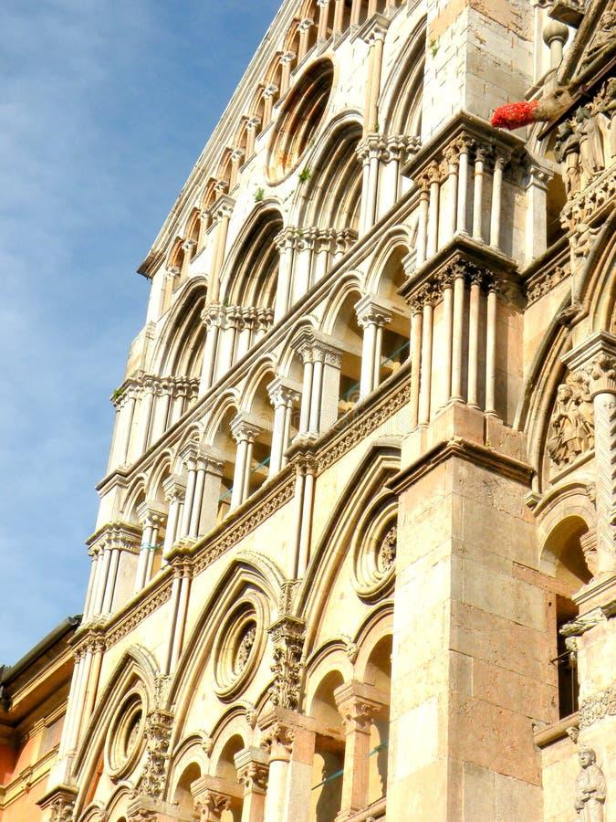 La cattedrale romanica immagine stock