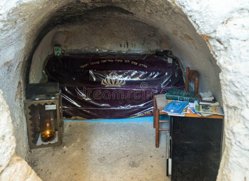 La caverna con il rabbino Nakhman Katufa della tomba vicino ai kibbutz Baram in Galilea occidentale in Israele fotografie stock libere da diritti