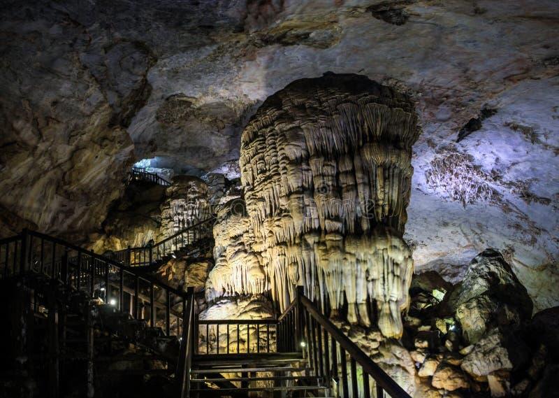 La caverna di paradiso, Phong Nha-KE batte il parco nazionale, la regione centrale del nord della costa, Vietnam fotografia stock