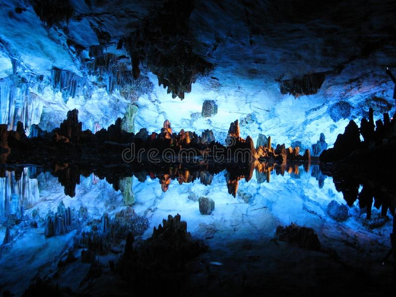 La caverna a lamella della scanalatura, Guilin, Cina immagini stock